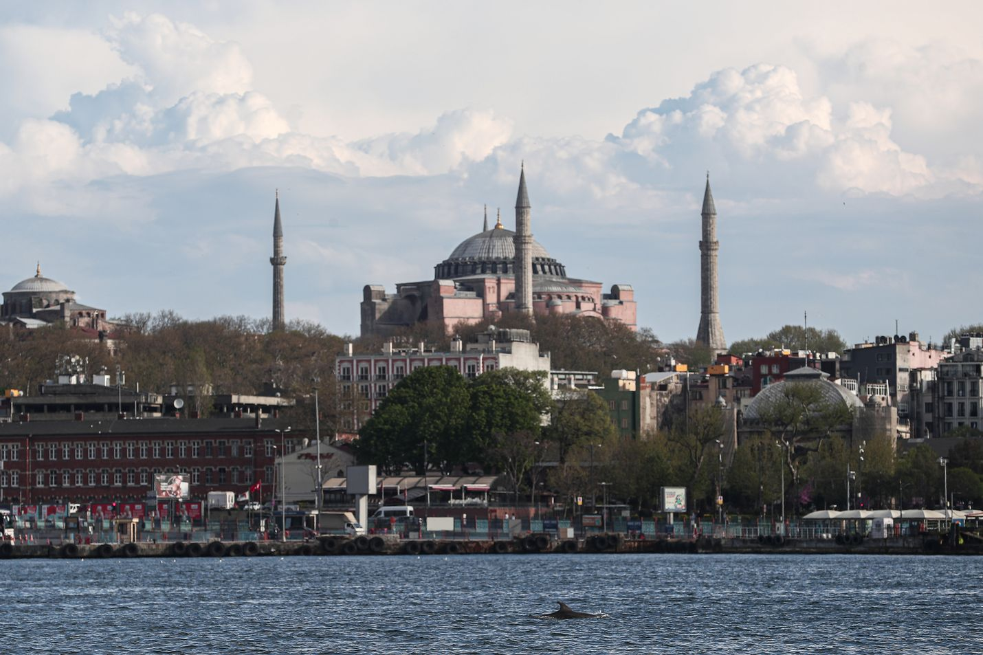 Hagia Sofia on ollut 1 500 vuoden ajan sekä kirkkona että moskeijana. Istanbulin symboili muutettiin museoksi 1930-luvulla.