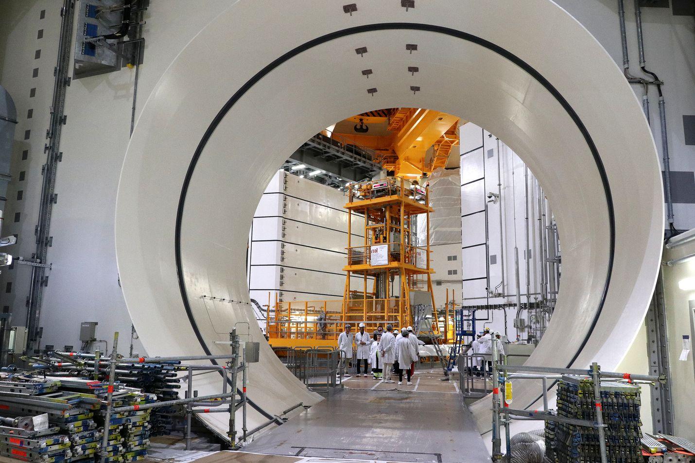 Olkiluoto 3 -ydinvoimalaitoksen valmistuminen on siirtynyt jo yli kymmenen kertaa. Seuraavan kerran tietoa uudesta aikataulusta on luvassa aikaisintaan elokuussa.