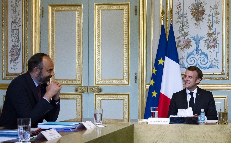 Ranskan eronnut pääministeri Edouard Philippe ja presidentti Emmanuel Macron tapasivat kokouksessa Pariisissa torstaina.