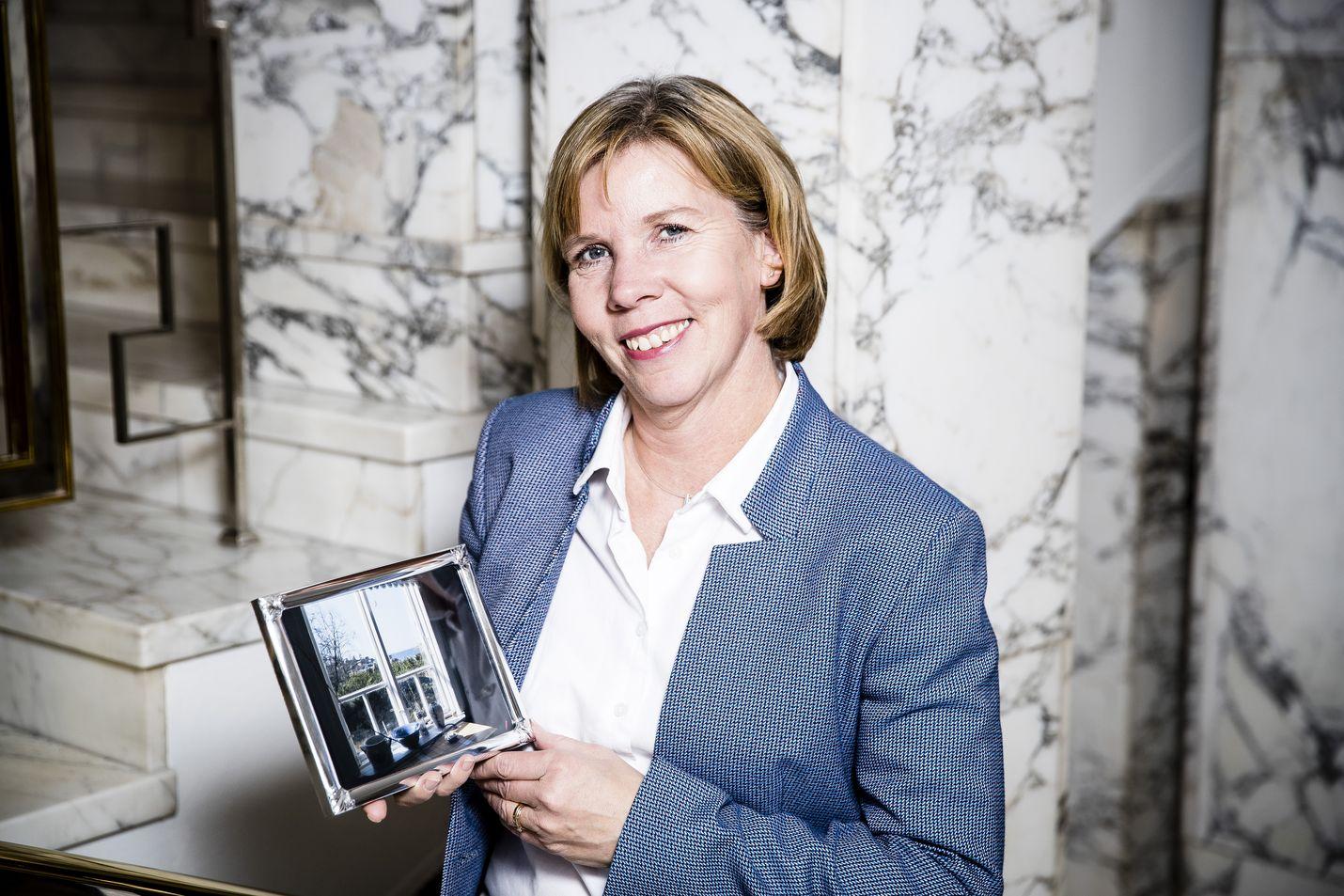 Anna-Maja Henriksson viettää kesänsä Mässkärin saaressa Pietarsaaren saaristossa. Hän esitteli ikkunasta näkyvää maisemaa keväällä 2019 Lännen Median puheenjohtajasarjassa, jossa puolueen puheenjohtajia pyydettiin tuomaan mukanaan itselleen tärkeä esine.