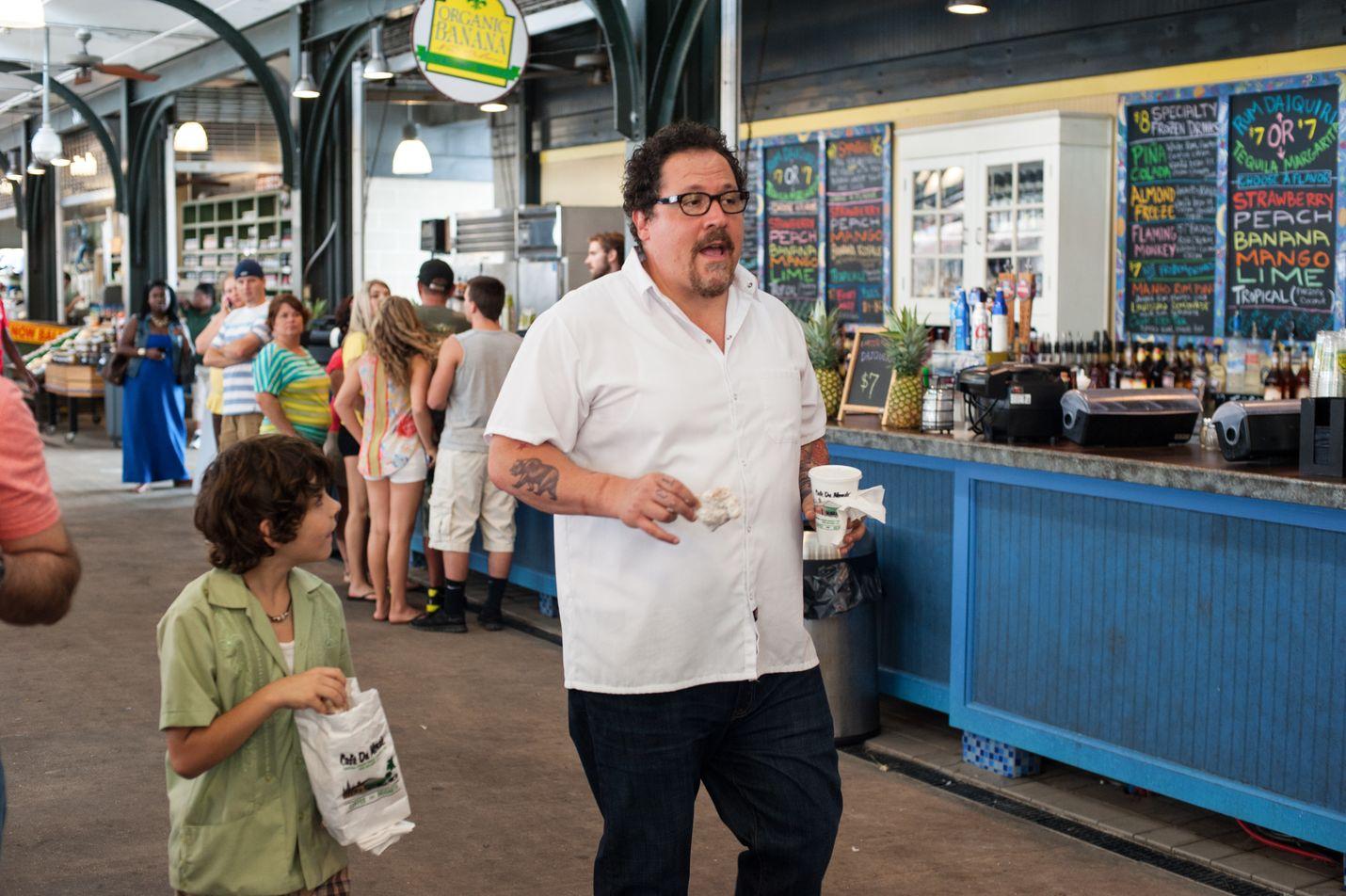 Komedia kertoo losangelesilaisesta kokista (Jon Favreau), joka menettää työnsä kun raivokohtaus asiakasta kohtaan menee viraaliksi. Hän lähtee parhaan ystävänsä ja poikansa (Emjay Anthony ) kanssa kiertämään Amerikkaa kunnostetulla grilliautolla.