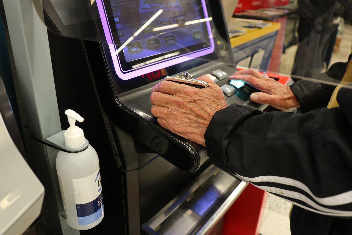 Veikkaus on saanut peliautomaattien avaamisesta kiitosta niin asiakkailta kuin asiamiehiltä. Koronasuojaustoimia on kiitelty.