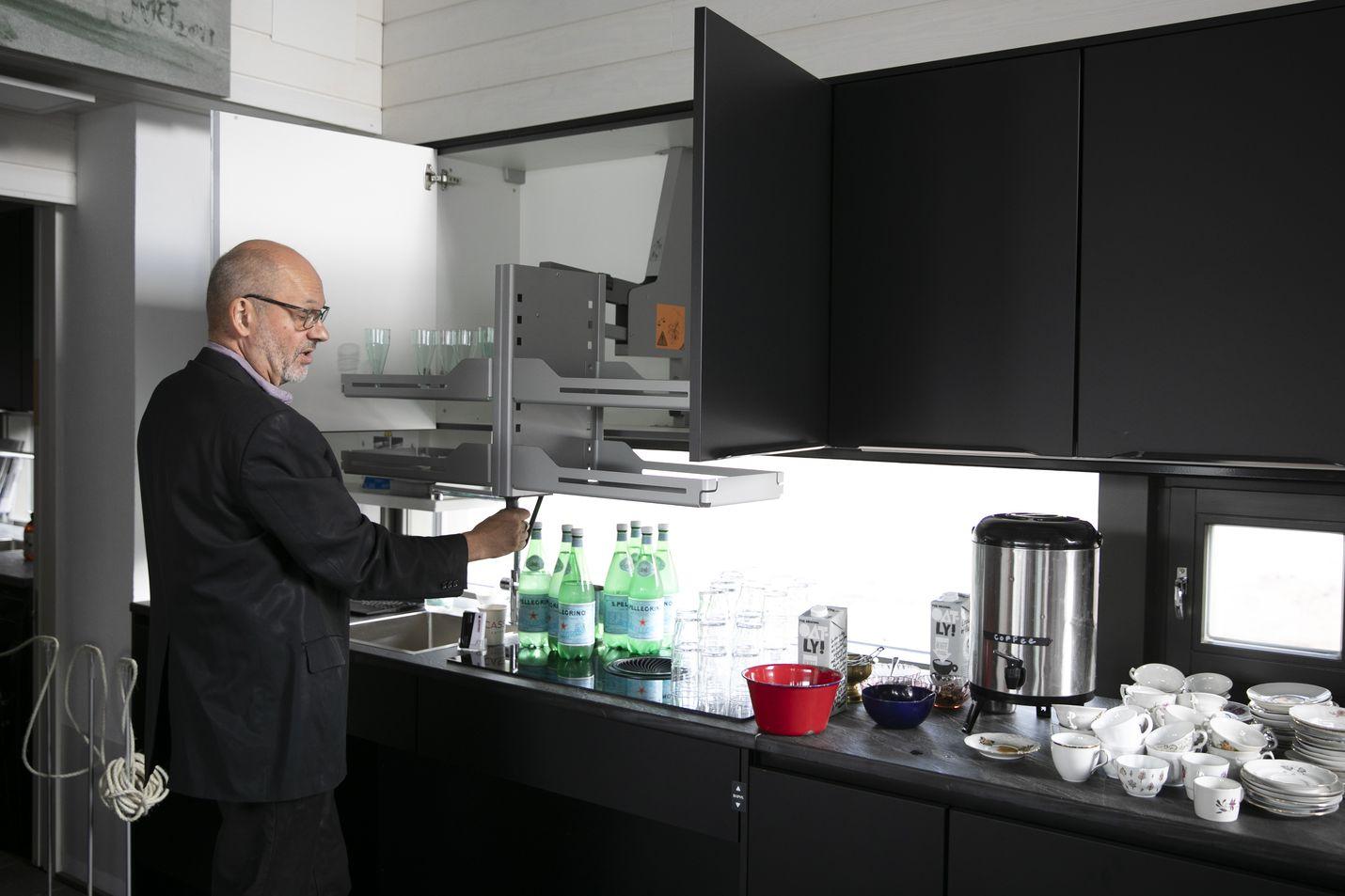 Villa Mikael on ollut kolmen vuoden projekti Petri Turtiaiselle. Lopputulos on ainutlaatuinen: näin pitkälle vietyä esteettömyyttä ja asukkaan rajoitteet huomioivaa kotia ei ole ennen Suomessa rakennettu.