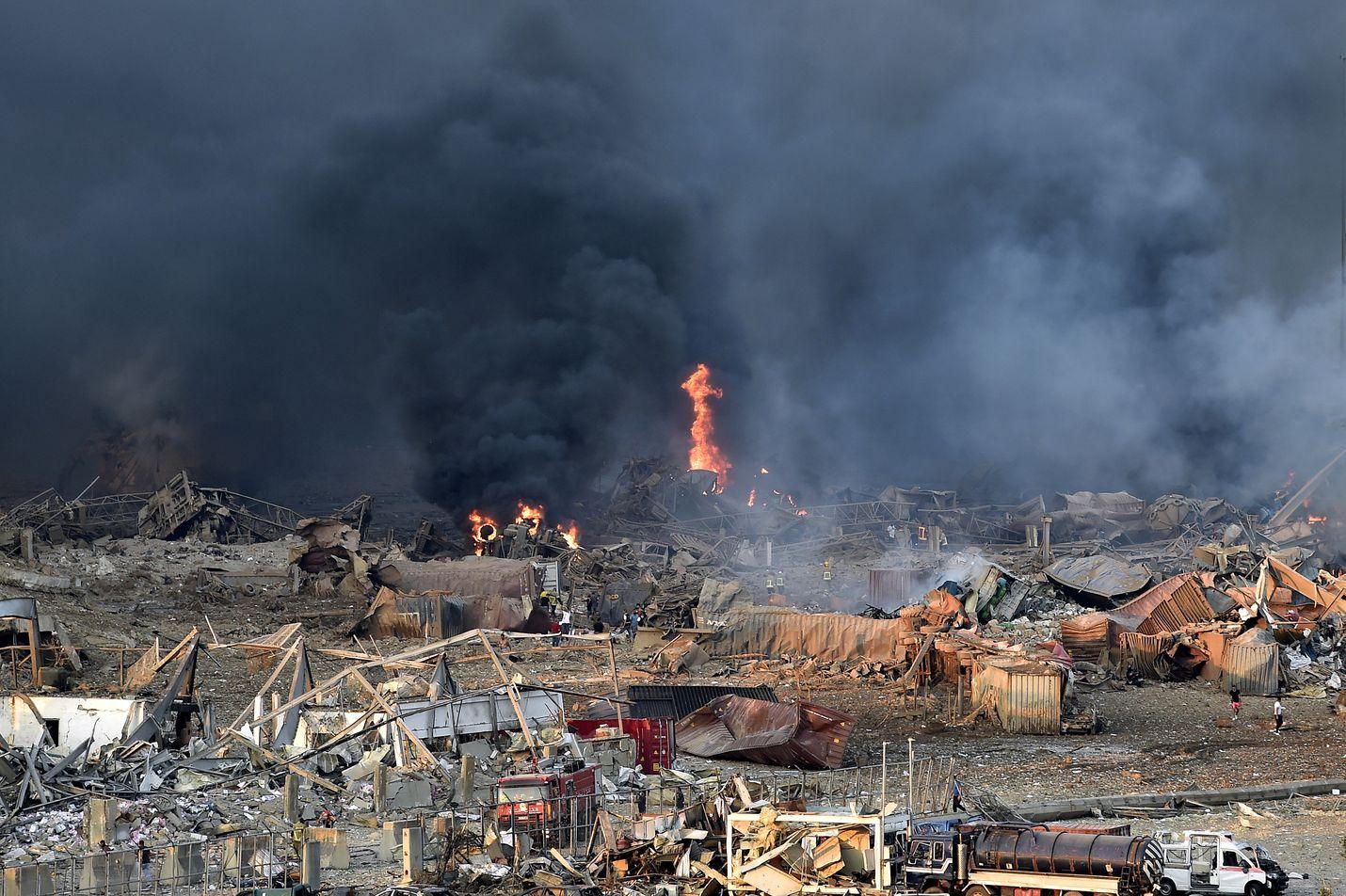 Räjähdys aiheutti laajoja tuhoja Beirutin satamassa.