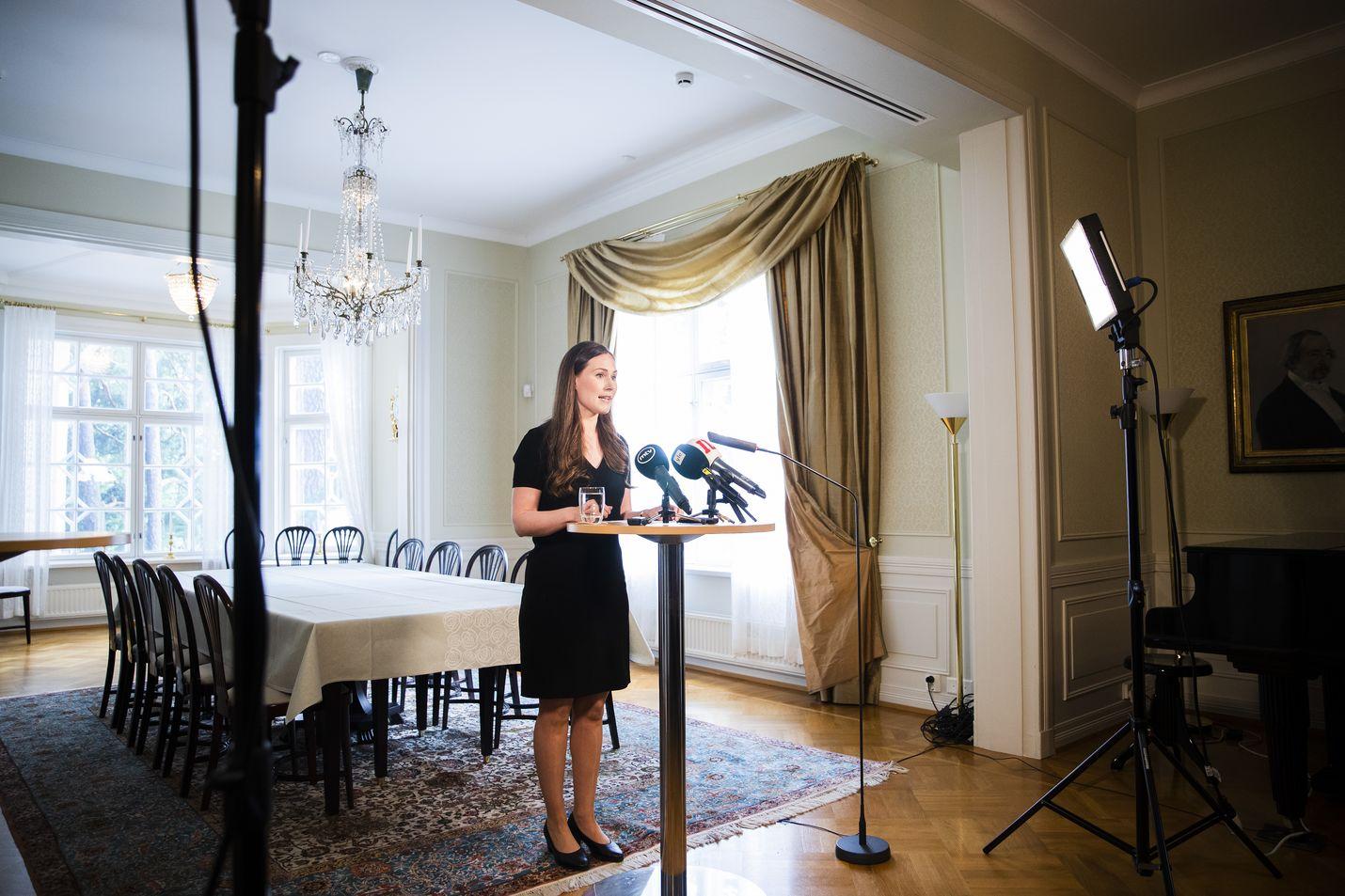 Vastikään avioitunut pääministeri Sanna Marin (sd.) piti tiedotustilaisuuden 22. heinäkuuta. Sdp:n ennätyksellinen suosio on ainakin osittain hänen ansiotaan.