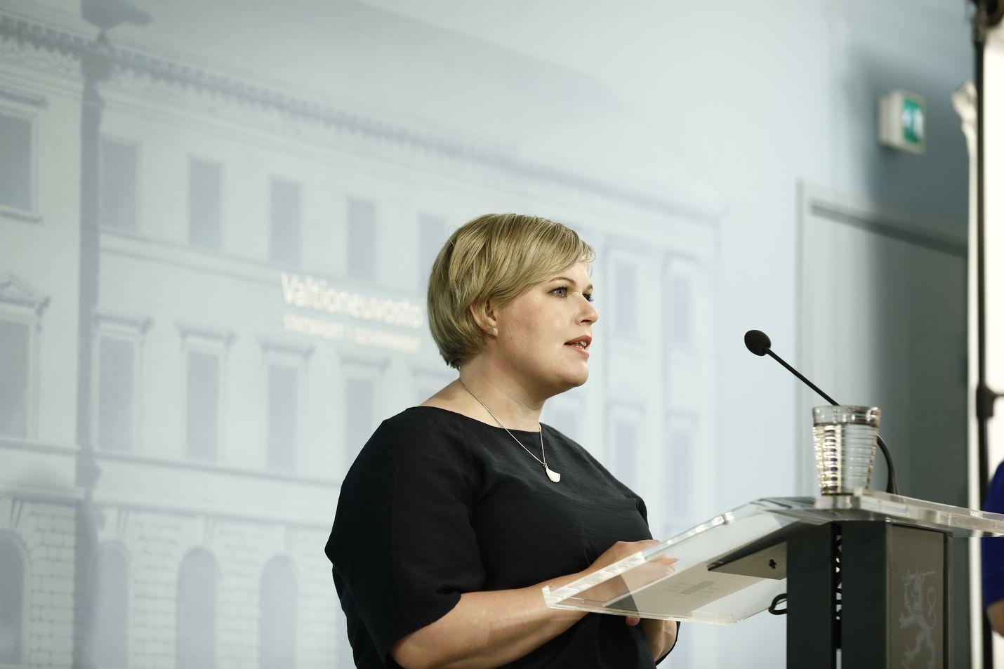Annika Saarikko palasi ministeriksi oltuaan vuoden vanhempainvapaalla.