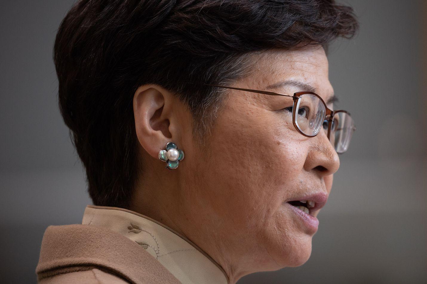 Hongkongin hallintojohtaja Carrie Lam on puolustanut Kiinan asettamaa turvallisuuslakia.