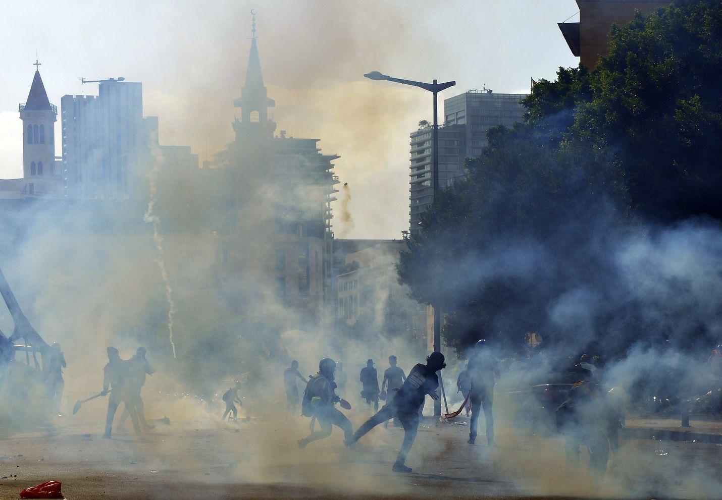 Libanonin pääkaupungissa Beirutissa mielenosoitukset ovat taas kiihtyneet. Kuva on lauantailta.