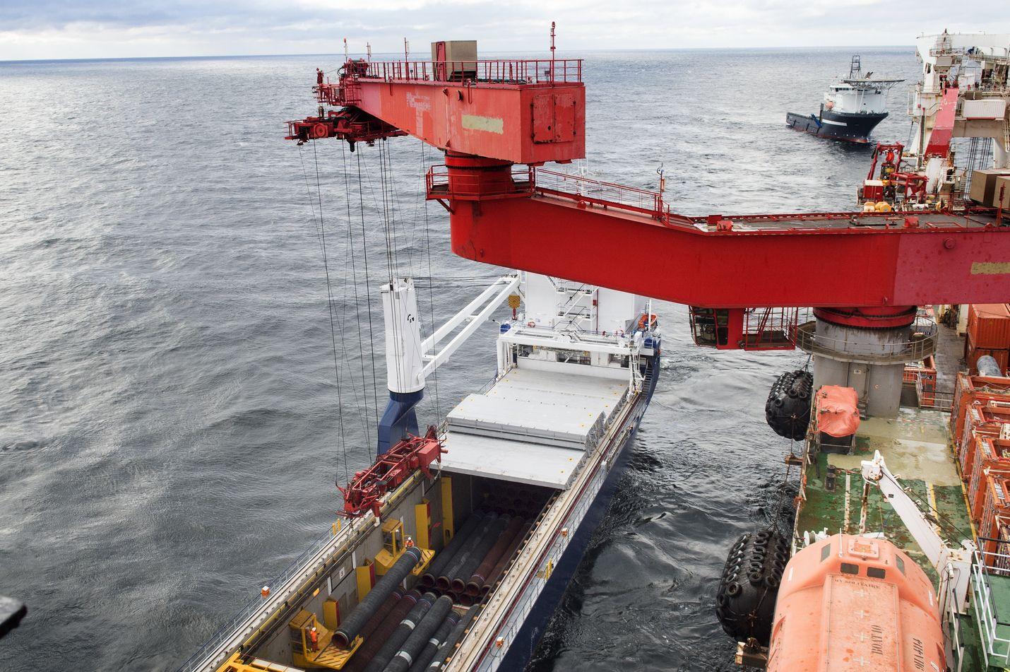 Itämeren kaasuputki kasvatti rajusti Suomen Venäjän-vientiä viime vuonna touko- ja elokuussa. Putket pinnoitettiin Kotkassa. Valmiista putkilinjasta puuttuu enää 160 kilometriä.