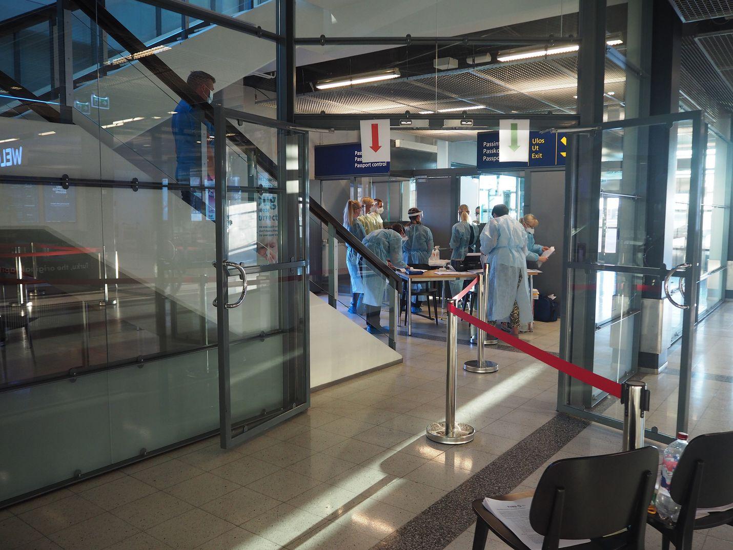 Turun kaupunki ja Varsinais-Suomen sairaanhoitopiiri ennakoivat koronaviruksen tulon ilmateitse ja testasivat lauantaina kaikki matkustajat Skopjesta Turun lentoasemalla.