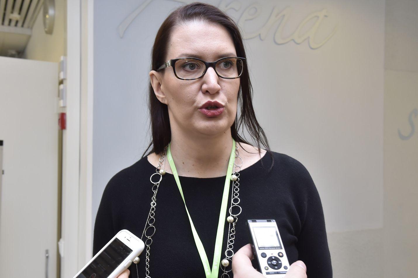 Keskustan puoluesihteeri Riikka Pirkkalainen avasi puoluekokouksen uusia linjauksia torstaina Helsingissä.