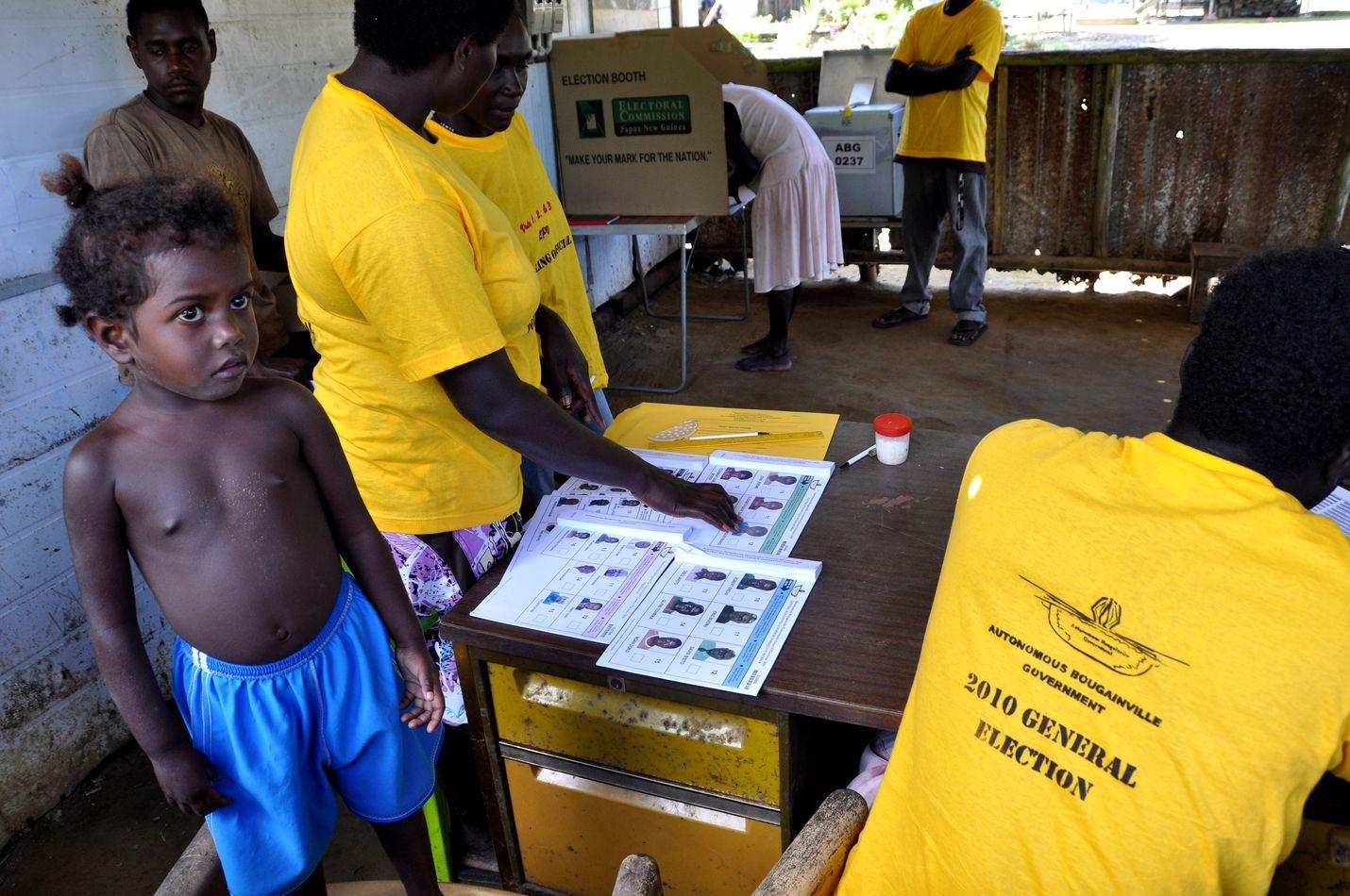 Itsehallinto on Bougainvillessä varsin nuori. Kuva on vuodelta 2010, jolloin alueella järjestettiin toista kertaa vaalit.