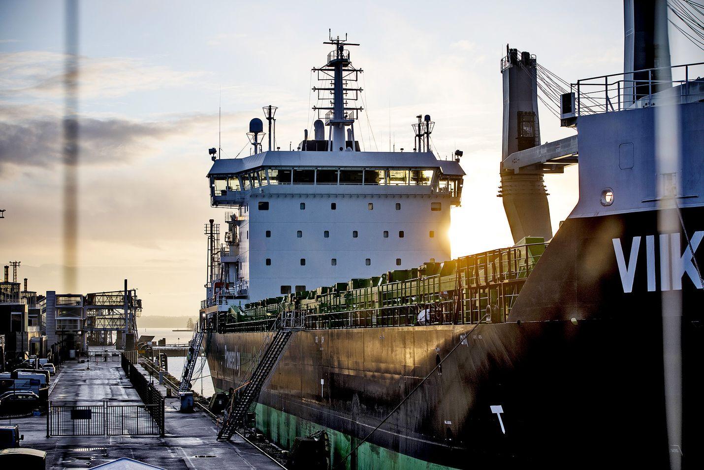 Varustamot ovat huolissaan rahtimääristä. ESL Shippingin M/s Viikki on maailman ensimmäinen LNG:llä kulkeva rahtilaiva.