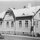 Sähkölaitoksen konttorirakennus Kalliokadun varrella kuvattuna kesäkuussa 1989 vähän ennen purkamistaan. Nyt sen paikalla on kaupungintalo.
