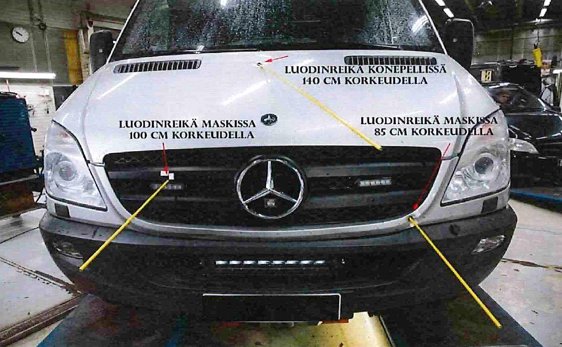 Poliisiauton keulaan tuli useita luodinreikiä Porvoon ampumisen takaa-ajossa viime vuoden elokuussa.