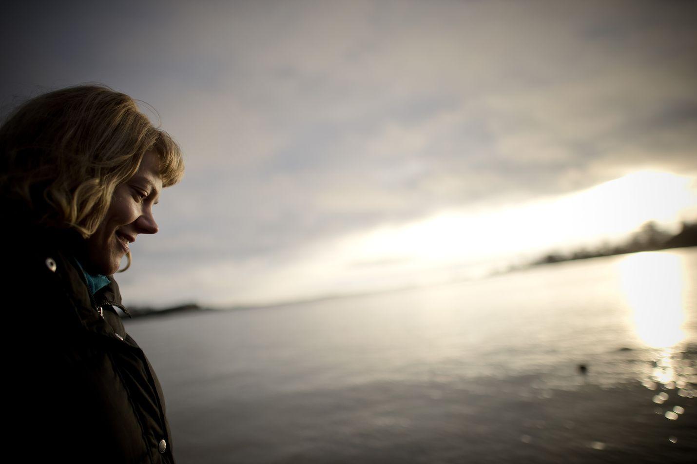 Ympäristöaktivisti Sini Saarela kuvattiin Helsingissä vuonna 2014. Nyt hän on Ruotsissa tekemässä näkyväksi öljy-yhtiö Preemin laajennussuunnitelmia.