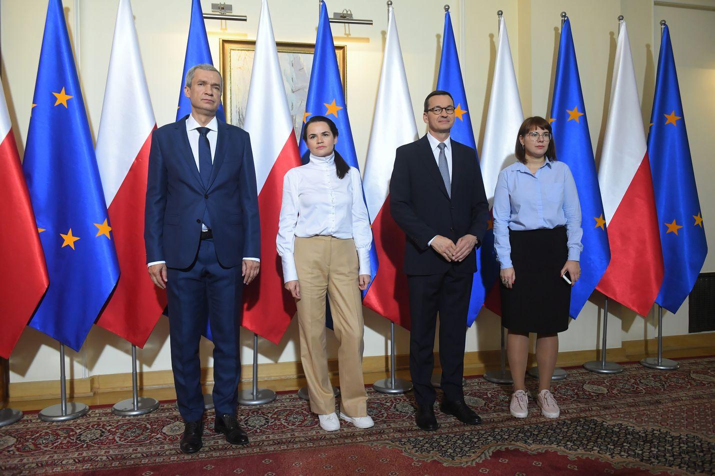 Koordinaationeuvoston jäsen Pavel Latushka (vas.), oppositiojohtaja Svjatlana Tsikhanouskaja, Puolan pääministeri Mateusz Morawiecki sekä koordinaationeuvoston jäsen Olga Kovalkova tapasivat Varsovassa 9. syyskuuta.