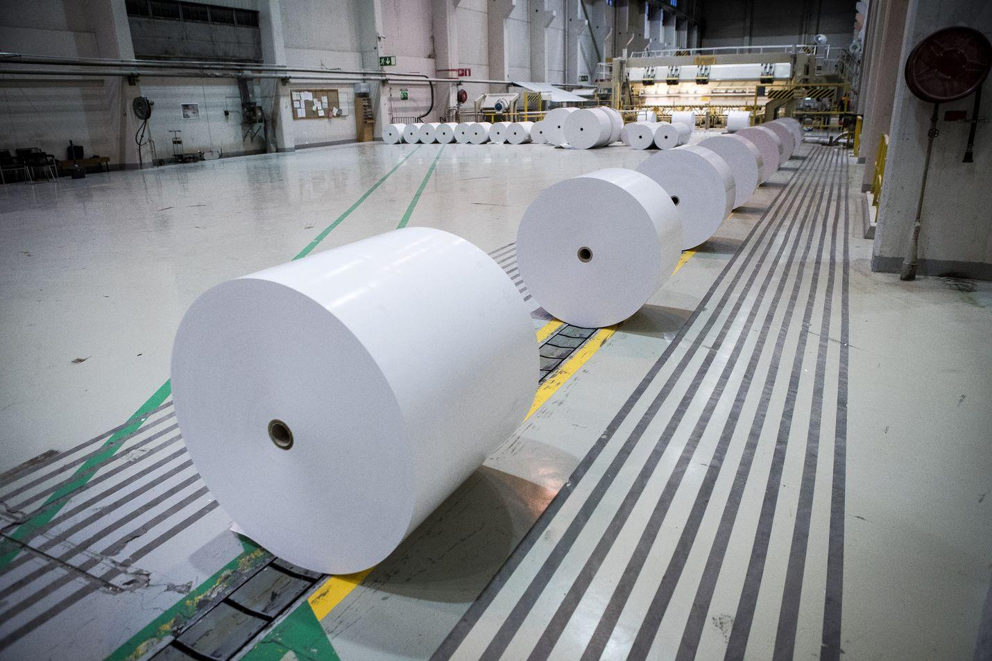 Veitsiluodon tehdas Kemissä tuottaa kopiopaperia. Ruotsalaisen Hylten tehtaan sanomalehtipaperikoneen sulkeminen ei vaikuta tuotantoon Suomessa.