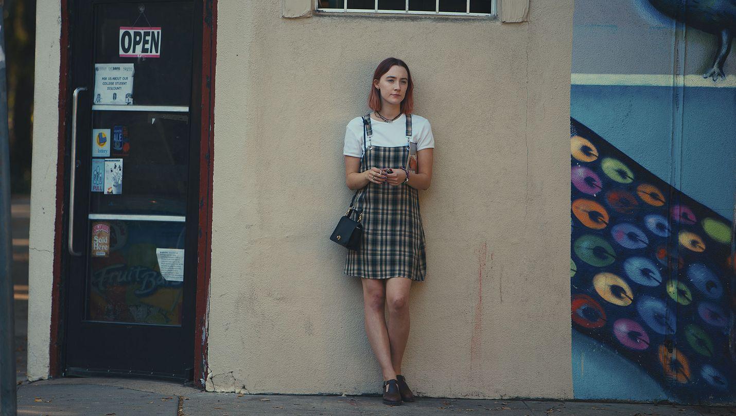 Saoirse Ronan koskettaa Christinenä, joka katolisessa koulussa odottelee, milloin elämä oikeasti alkaa.