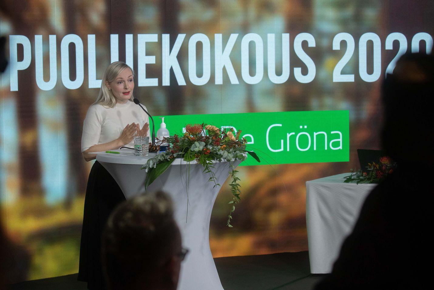 Maria Ohisalon johtamat vihreät ovat pitäneet puoluekokousta viikonlopun aikana pääosin etäyhteyksillä. Näkyvyyttä saaneen kannabislinjauksen sijaan puolue pitää kokouksensa tärkeimpänä asiana uutta periaateohjelmaa.