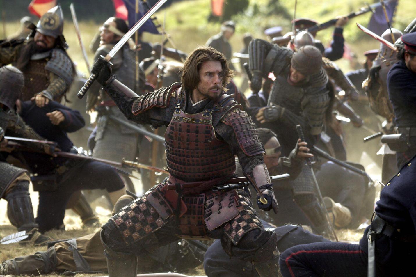 Tom Cruise on amerikkalainen upseeri, joka saapuu 1870-luvulla Japaniin modernisoimaan sikäläistä armeijaa.