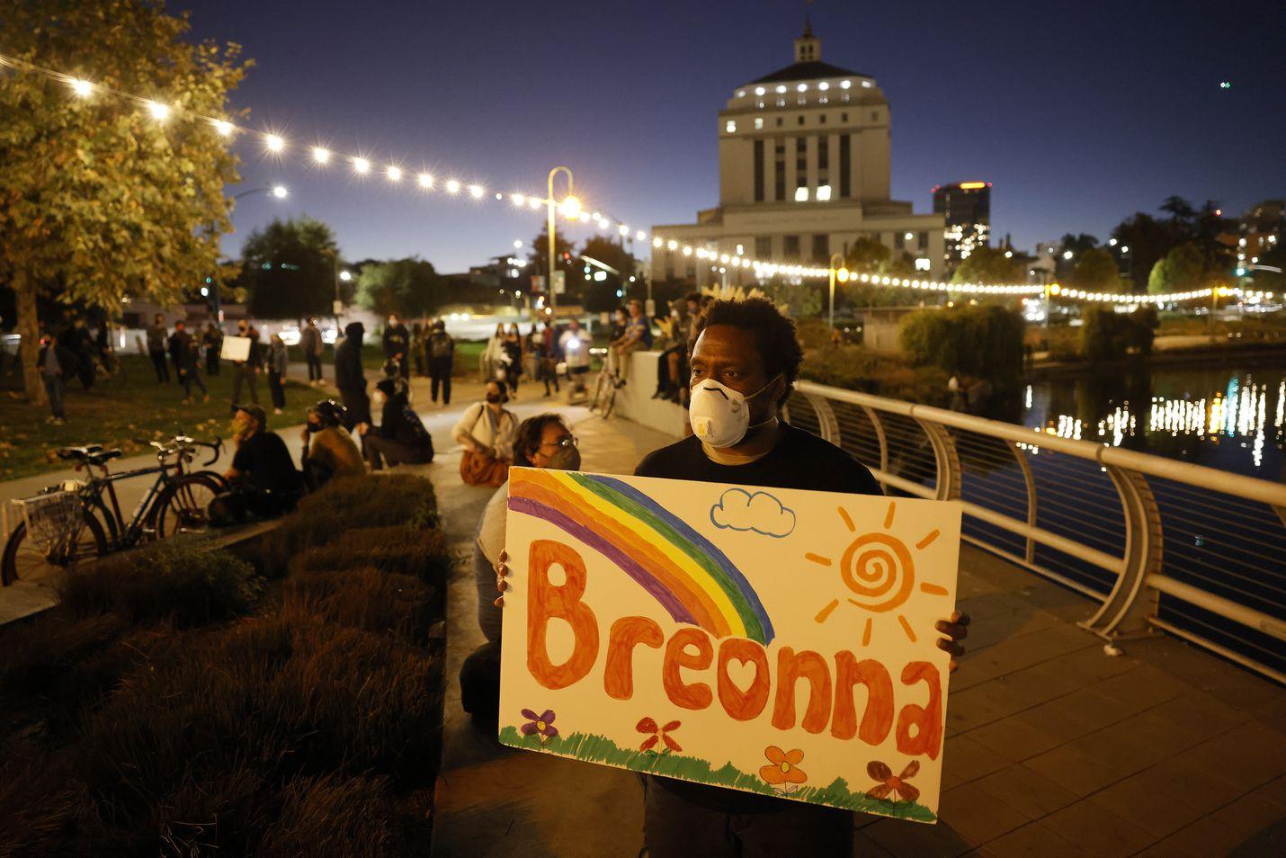 Yhdysvalloissa on osoitettu mieltä Breonna Taylorin tapauksen vuoksi useissa kaupungeissa.