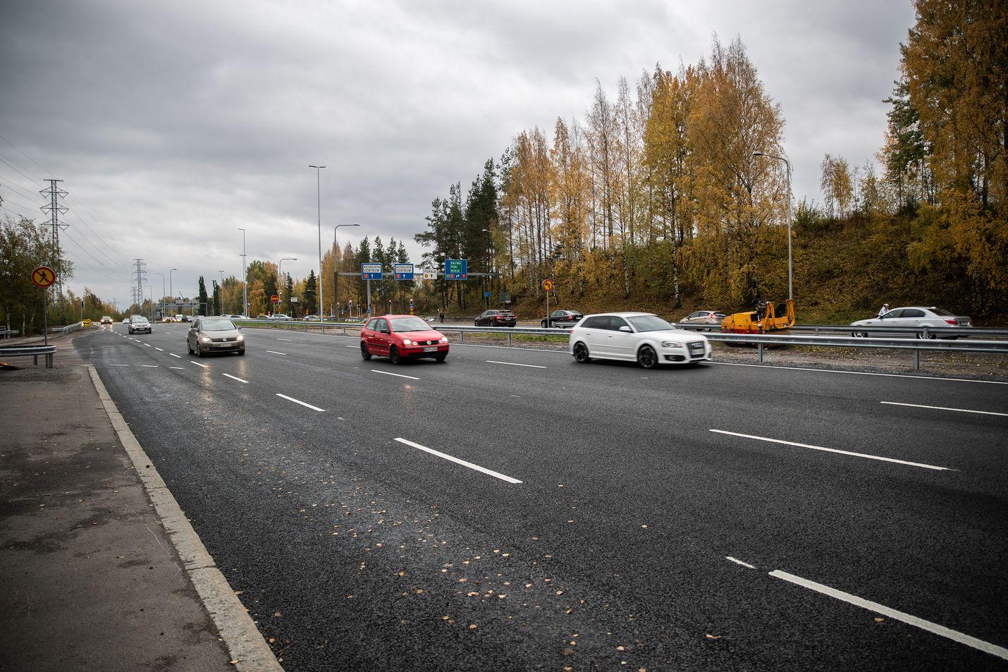 Autoja ja kaksipyöräisiä kuljettavilla alle 25-vuotiailla on suurempi onnettomuusriski kuin muilla ikäryhmillä. Vakavimpien onnettomuuksien kohdalla tilanne näyttää ainakin tänä vuonna kehittyneen parempaan suuntaan.