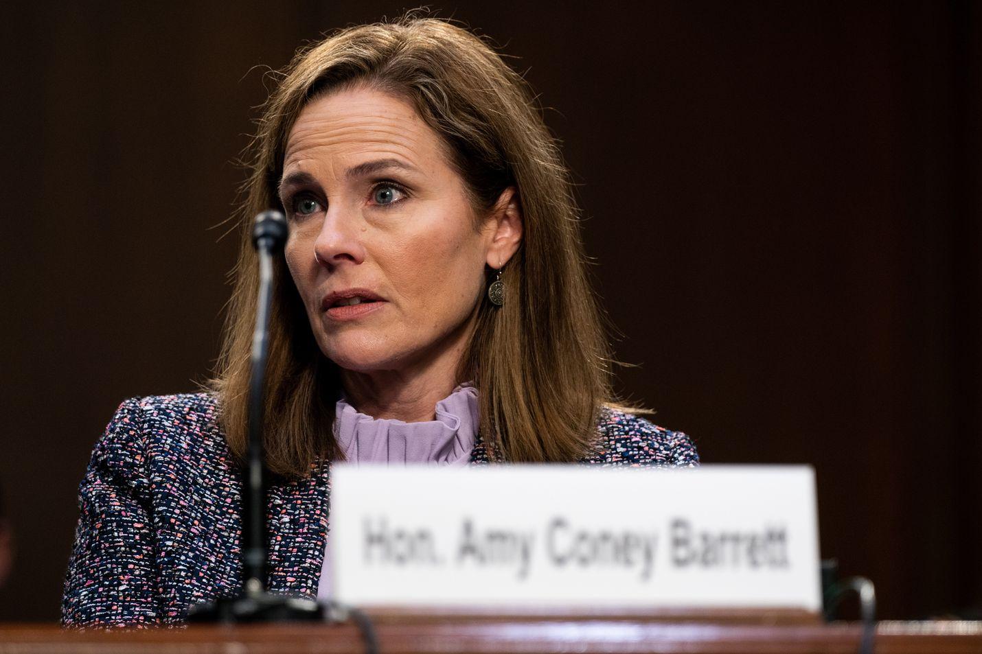 Amy Coney Barret varoi ottamasta kantaa esimerkiksi aborttioikeuteen, terveydenhuoltolakiin tai mahdollisesti epäselvään vaalitulokseen.