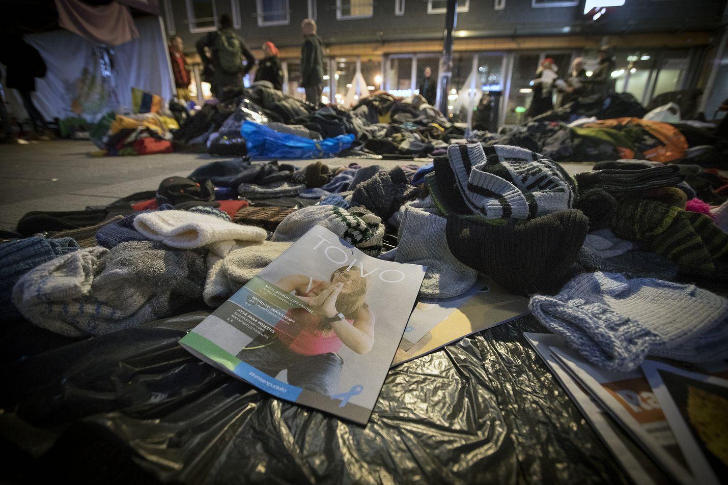 Lauantaina vietetään Asunnottomien yötä. Tapahtuma muistuttaa siitä, että Suomessakin elää tuhansia ihmisiä ja satoja perheitä ilman vakituista asuntoa.
