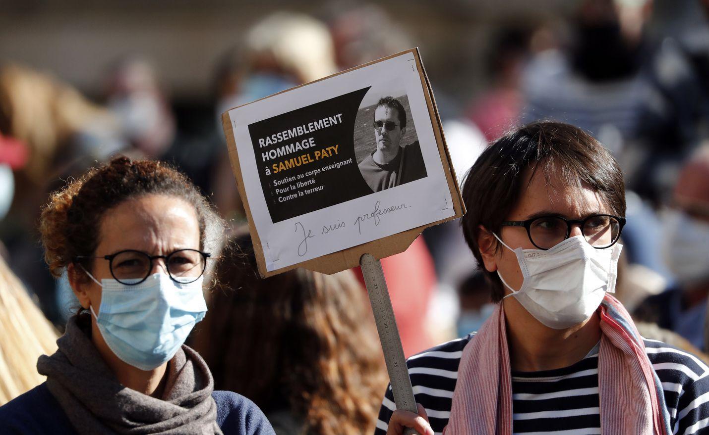 Montpellier´ssä pidettiin sunnuntaina mielenosoitus murhatun opettajan Samuel Patyn muistoksi.