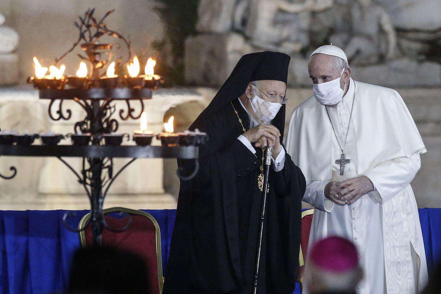 Paavi Franciscus osallistui maanantaina Roomassa järjestettyyn rauhanmessuun, joka järjestettiin yhdessä eri uskontokuntien edustajien kanssa.