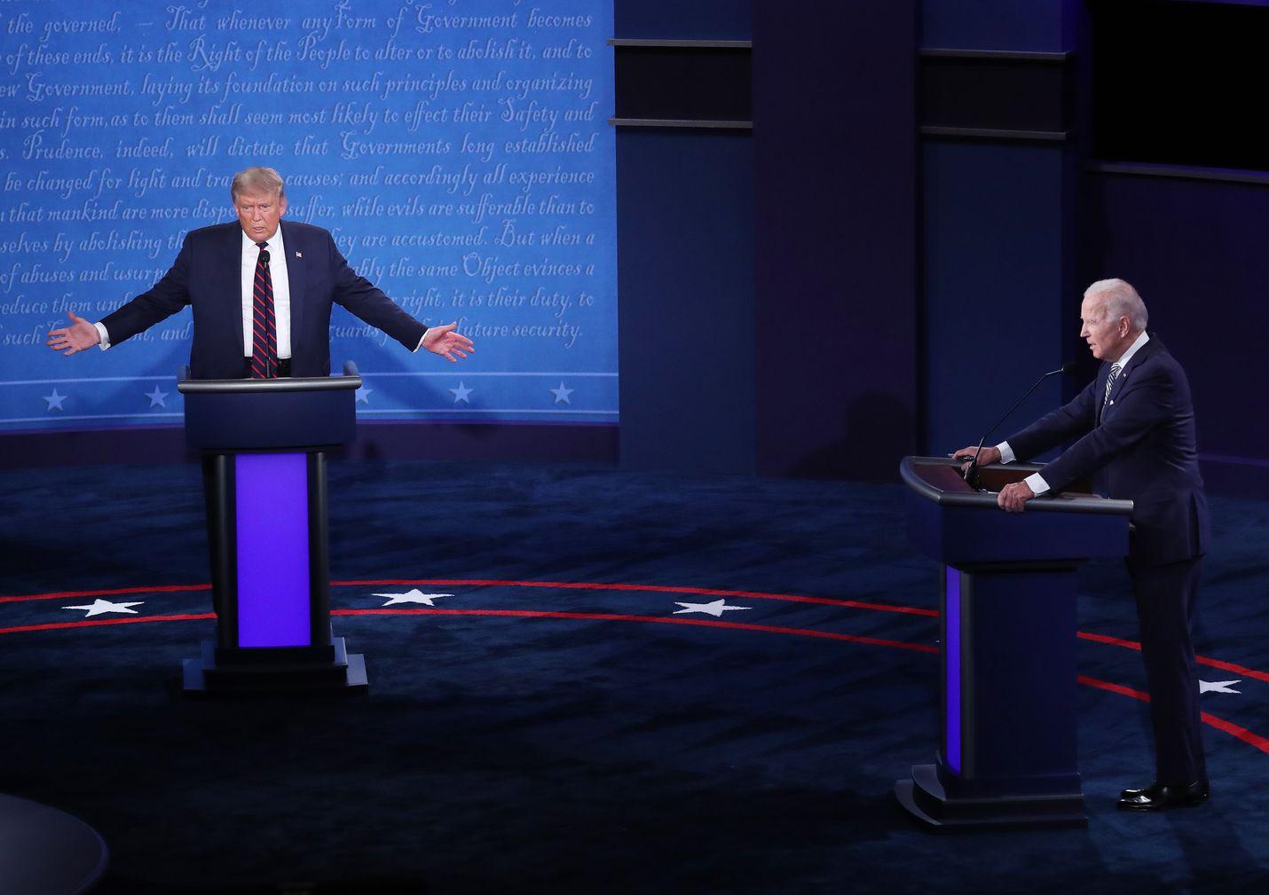 Presidentti Donald Trump (vas.) ja Joe Biden kuvattuna ensimmäisessä väittelyssä syyskuun lopulla.
