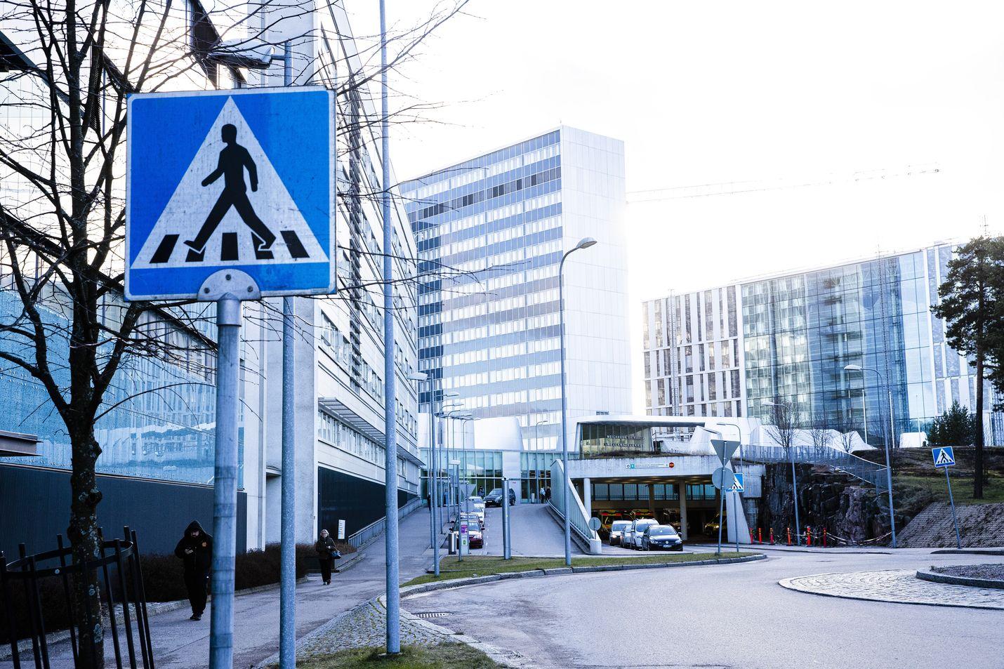 Sairaalahoitoa tarvitsevien koronaviruspotilaiden määrä on noussut yli 30:een Helsingin yliopistollisen sairaalan erityisvastuualueella.