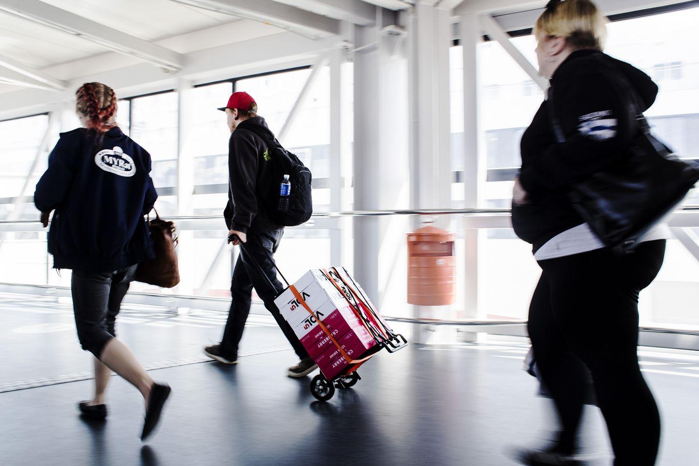 Suomalaiset pääsevät matkustamaan Viroon maanantaista lähtien ilman karanteenia. Arkistokuva.