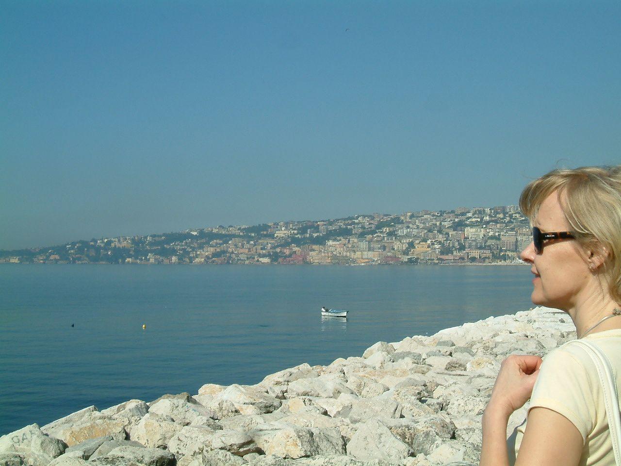 Helinä Kangas lomaili Napolissa vähän ennen kuin sai tietää, että hänelle tarjottaisiin Elena Ferranten Napoli-sarjan suomentamista.