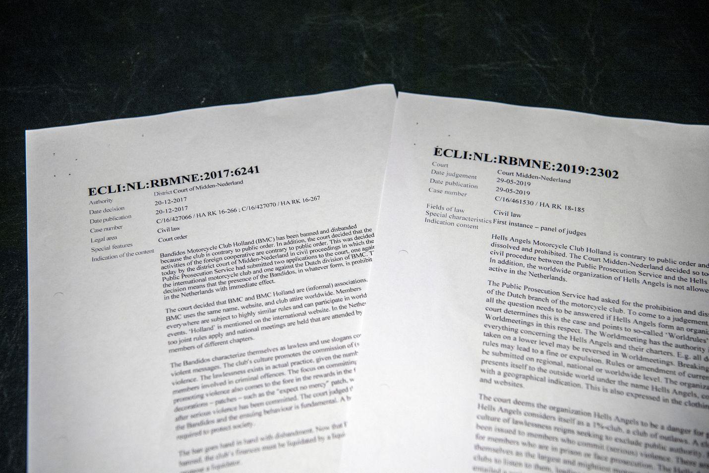 Viranomaiset ovat Alankomaissa vedonneet siihen, että Bandidoksen ja Helvetin Enkelien kaltaisissa jengeissä väkivalta on rakenteellista. Kuvassa sikäläistä oikeudenkäyntimateriaalia jengikieltojen oikeuskäsittelystä.