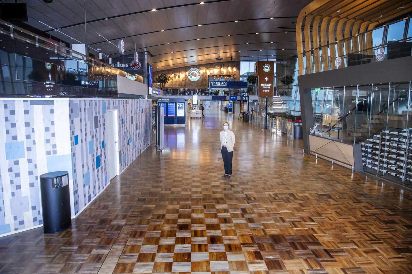 """Helsinki-Vantaan lentoaseman helmikuussa työnsä aloittanut johtaja Ulla Lettijeff kertoo, että kriisin pituutta ei osattu vuoden alussa arvata. """"Ensi vuoden loppupuolelle odotamme pientä vilkastumista"""", hän kertoo."""