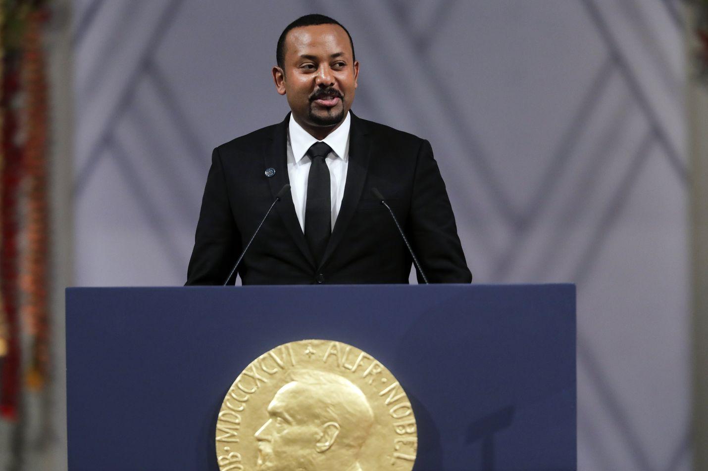 Etiopian pääministeri Abiy Ahmed sai Nobelin rauhanpalkinnon viime vuonna. Palkinnon myöntävä rauhankomitea kehotti tiistaina osapuolia lopettamaan väkivaltaisuudet.