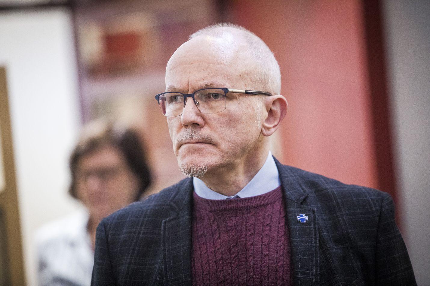 Lapin sairaanhoitopiirin johtaja Jari Jokela odottaa THL:n ja STM:n koronarokotuslinjauksia. Jokela edustaa Suomen sairaanhoitopiirejä.