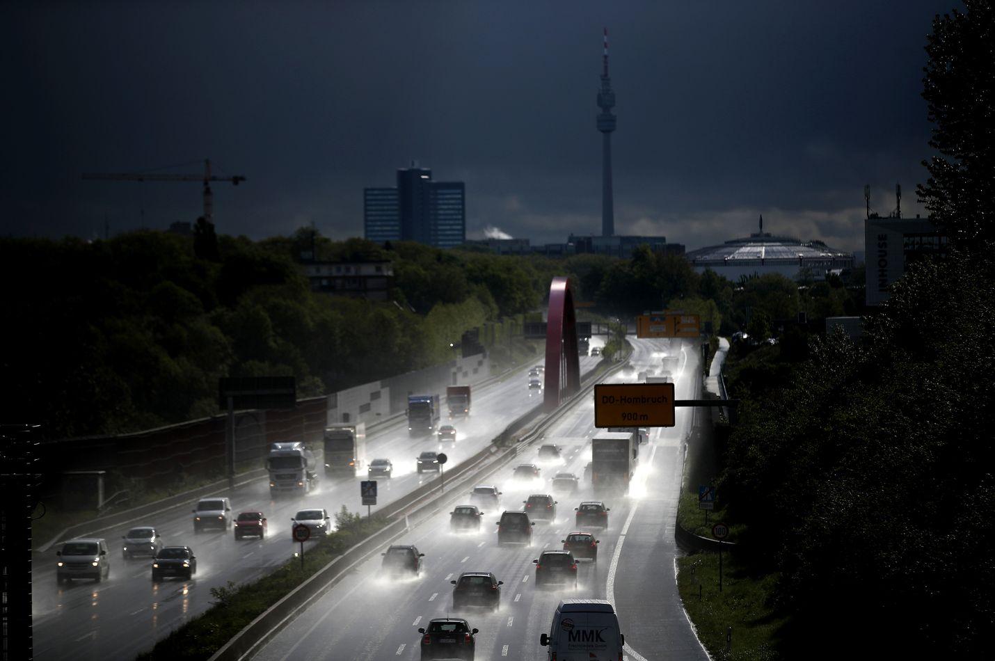 Dieselin suosio laskee, ja syynä ovat etenkin Keski-Euroopan ruuhkapäästöt. Tekniikka kuitenkin sinnittelee vielä pitkään etenkin suurten autojen voimavaihtoehtona.