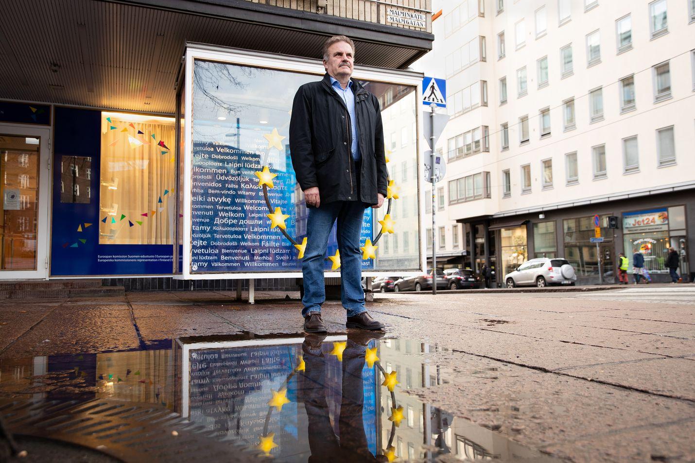 EU-komission Suomen edustuston päällikkö Antti Peltomäki kertoo, että EU pystyi auttamaan esimerkiksi kansalaisten kotiuttamisessa koronapandemian alussa.