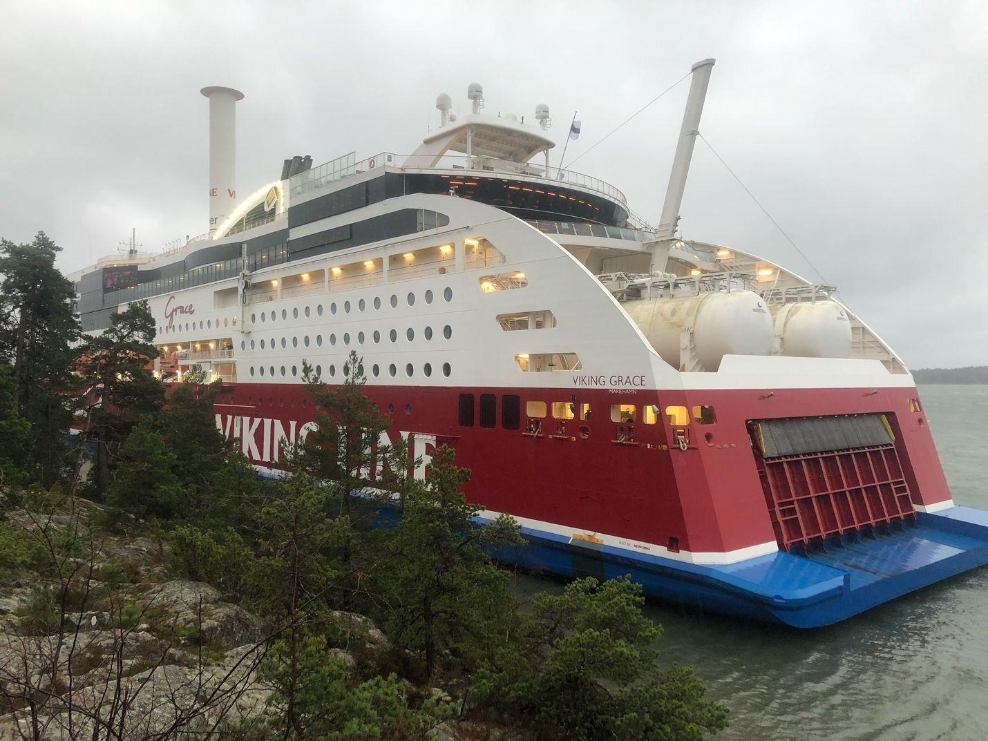 Matkustajalaiva Viking Grace sai pohjakosketuksen lauantaina.
