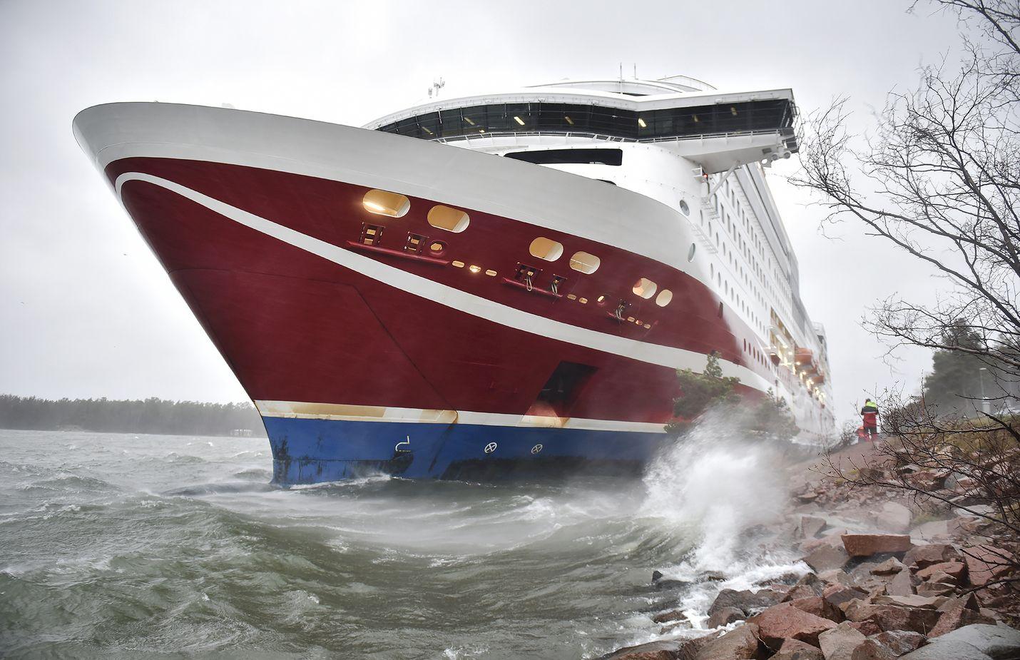 Matkustajalaiva Viking Grace pystyy viemään matkustajat Turkuun, koska pohjakosketuksessa ei syntynyt turvallisuuteen vaikuttavia vaurioita.