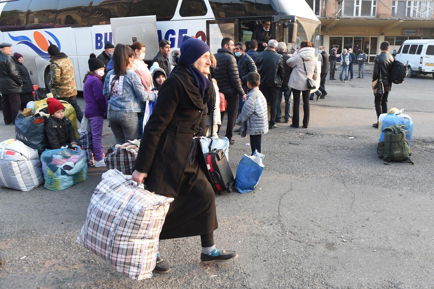 Pakolaiset olivat viime viikolla lähdössä Armenian pääkaupungista Jerevanista takaisin Vuoristo-Karabahiin ja sen pääkaupunkiin Stepanakertiin.