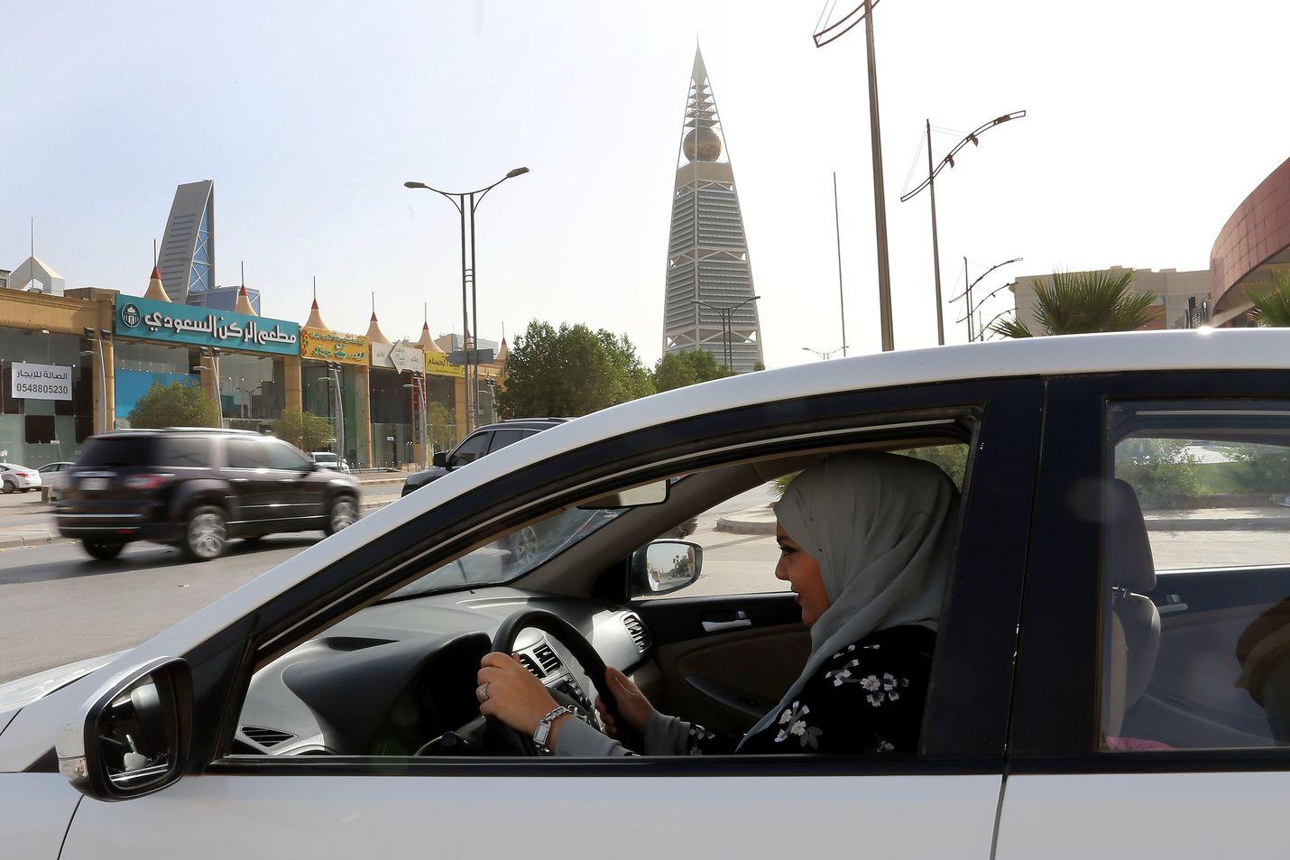 Naiset ovat saaneet ajaa autoa Saudi-Arabiassa vuoden 2018 kesäkuusta lähtien. Arkistokuva.