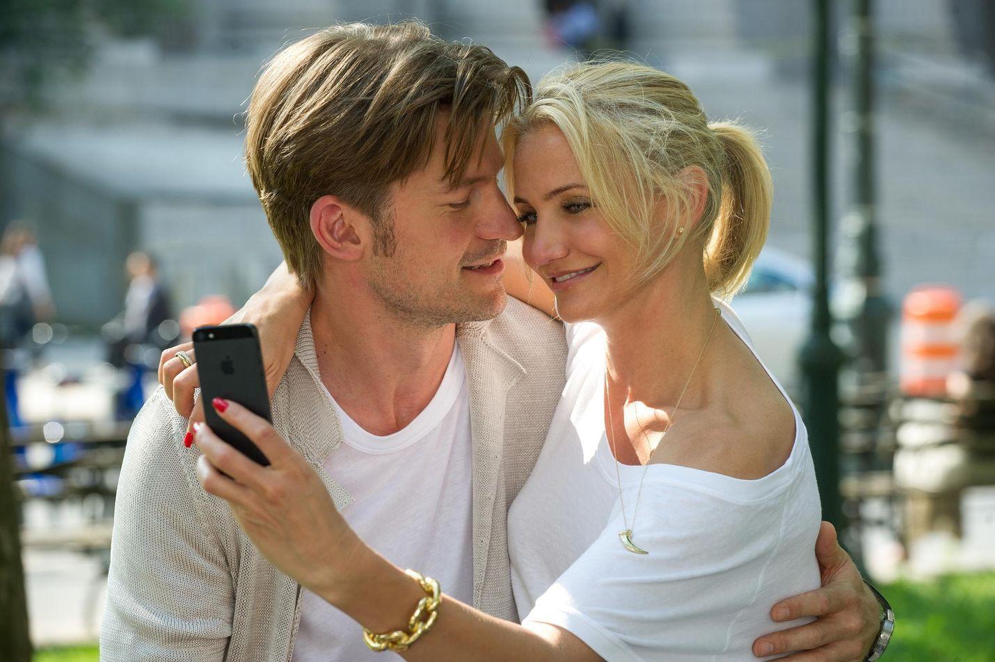 Komediassa Cameron Diazin esittämä lakinainen Carly kuvittelee löytäneensä elämänsä miehen, Markin, kunnes hän sattumalta saa tietää tämän olevan ukkomies.