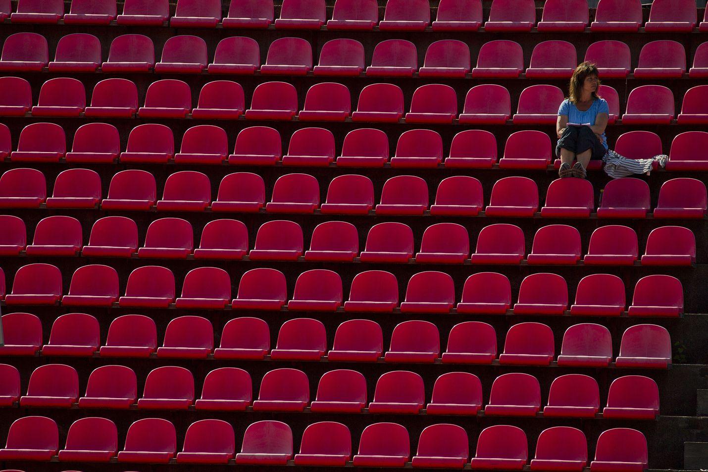 Se on tätä nyt. Urheilukatsomoissa on tyhjää.