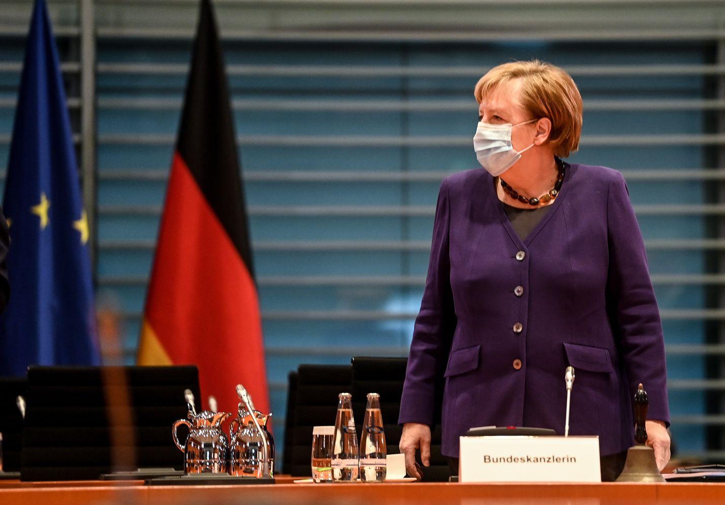 Saksan liittokansleri Angela Merkel väläytti maanantaina kompromissia, jotta EU-budjetti ja elvytyspaketti saadaan hyväksyttyä.