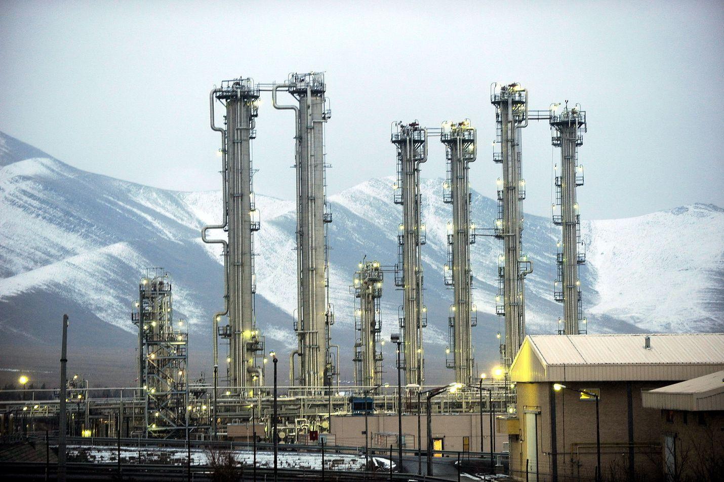 Iran uhkaa rikastaa uraania runsaasti yli ydinsopimuksessa sallittujen rajojen, jos sopimuksen allekirjoittajamaat eivät löysää talouspakotteita kahden kuukauden kuluessa. Arkistokuva: Arakin raskasvesireaktori.