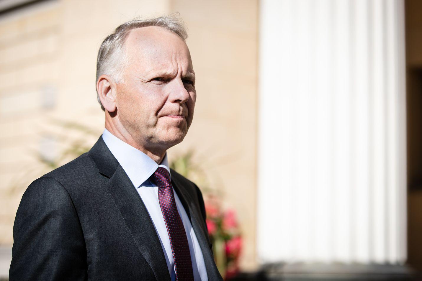Maa- ja metsätalousministeri Jari Leppä sanoo, että Luken susikanta-arvioihin ja susitutkimuseen liittyvä vääristely ei olisi edes mahdollista.